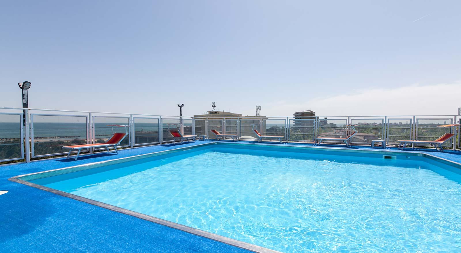 Hotel con piscina panoramica e idromassaggio hotel sorriso - Piscina comunale ravenna prezzi ...
