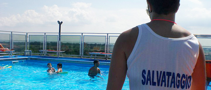 salvataggio piscina Hotel Sorriso, Lido di Classe